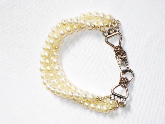 ST279  Pearl Bracelet in Sterling Silver