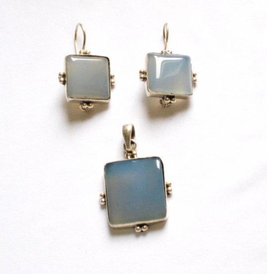 ER106 Chalcedony Pendant and Earrings Set in Sterling Silver