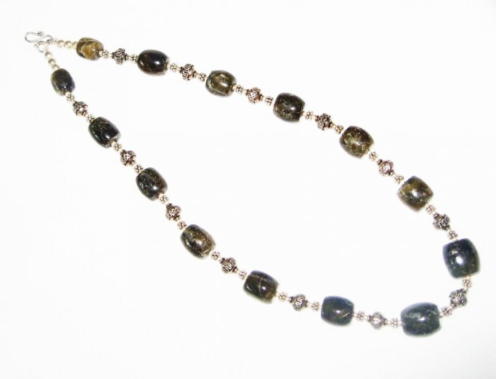 ST472 Labradorite Necklace in Sterling Silver