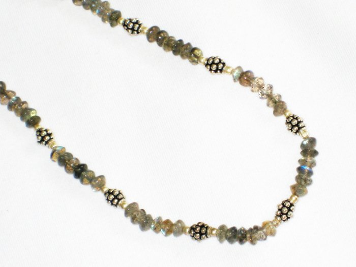 ST651 Labradorite Necklace in Sterling Silver