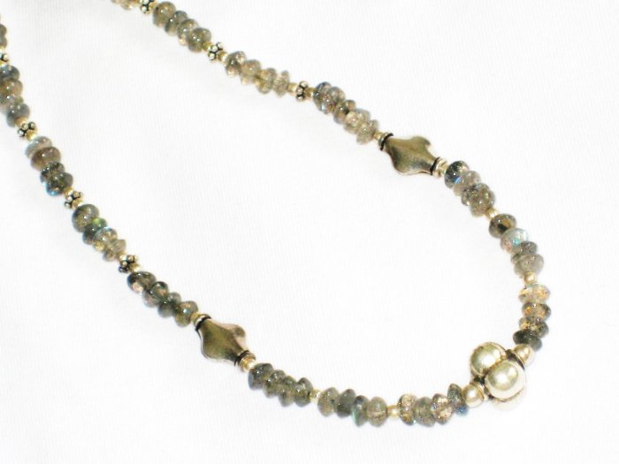 ST658 Labradorite Necklace in Sterling Silver