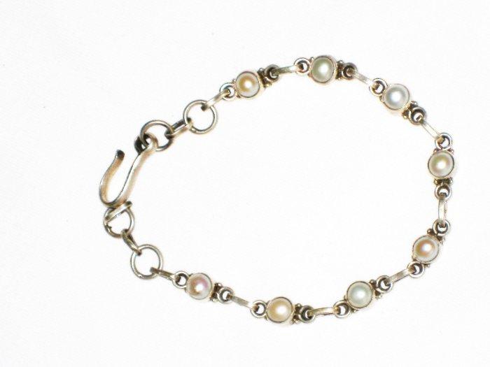 ST569  Pearl Bracelet in Sterling Silver