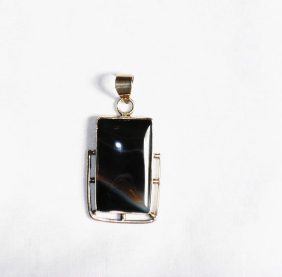 PN188 Agate Pendant in Sterling Silver