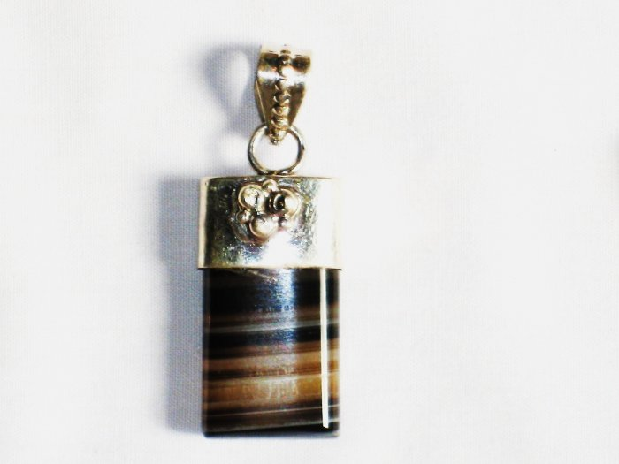 PN211 Agate Pendant in Sterling Silver