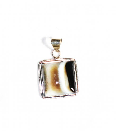 PN217 Agate Pendant in Sterling Silver