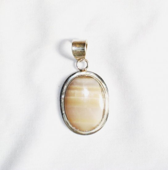 PN231 Agate Pendant in Sterling Silver