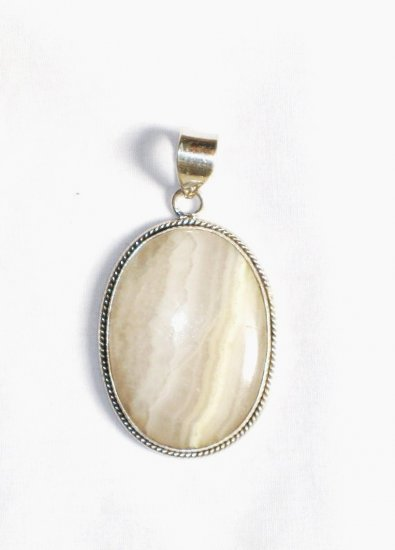 PN235 Agate Pendant in Sterling Silver