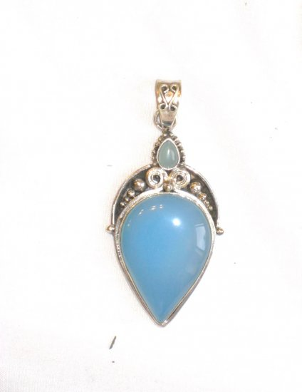 PN065       Chalcedony Pendant in Sterling Silver