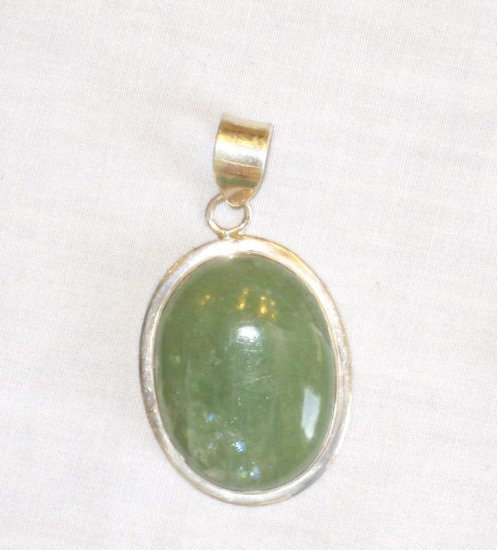 PN419       Jade Pendant in Sterling Silver