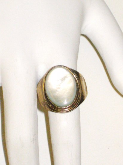 RG075       Mother of Pearl Ring in Sterling Silver, Size 9