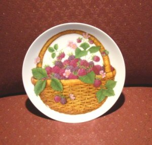 Avon Summer Fruit Collection Plate ~ Raspberries FREE SHIPPING!