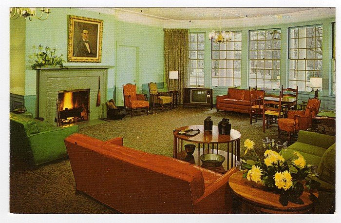Boone Tavern Hotel  The Lincoln Lounge  Berea, KY 1955 Postcard Curteichcolor