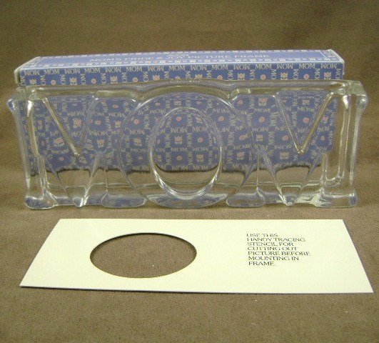 1983 Avon Mom's Glass Pride and Joy Picture Frame