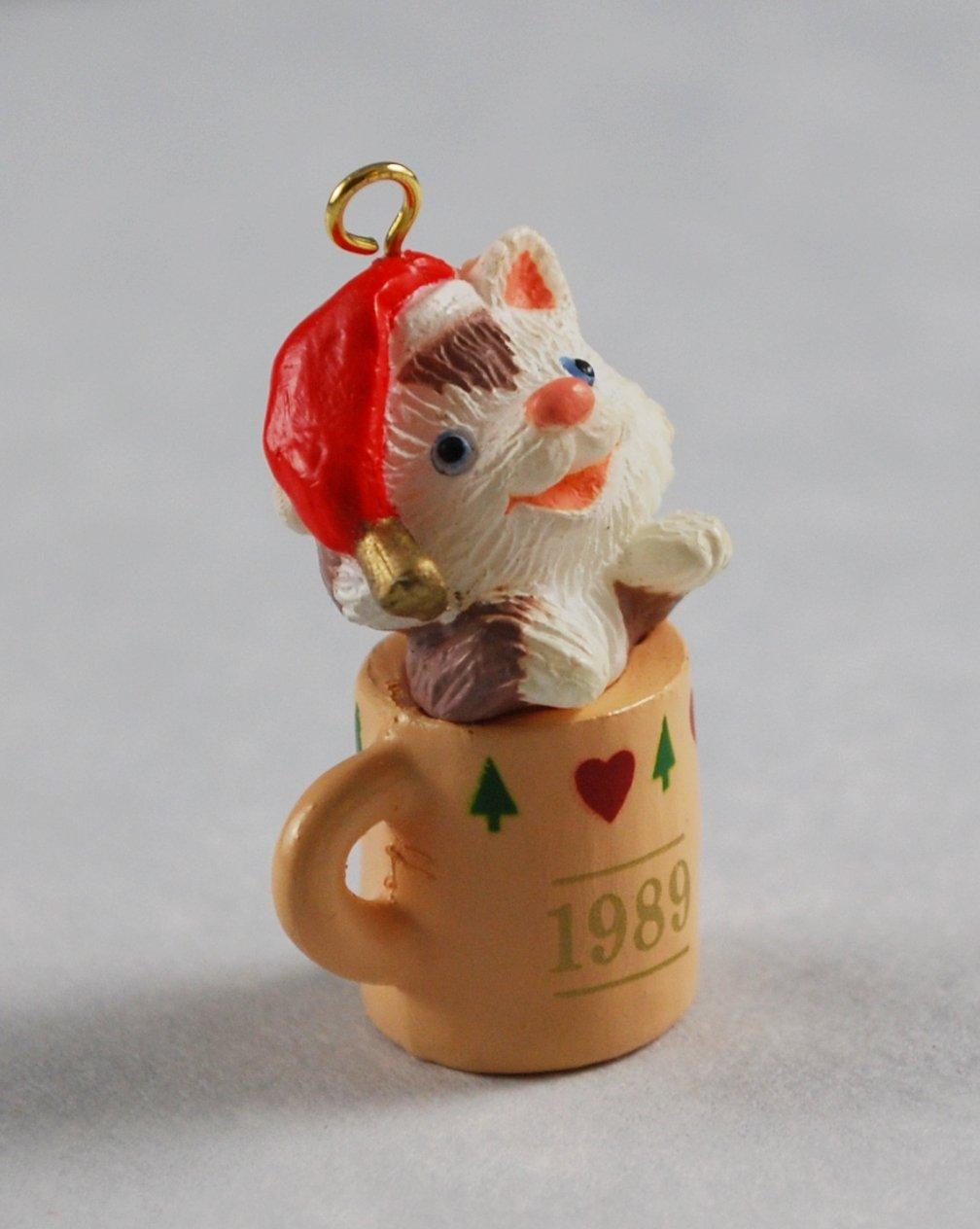 Sitting Purrty Hallmark Keepsake Vintage Miniature Christmas Ornament