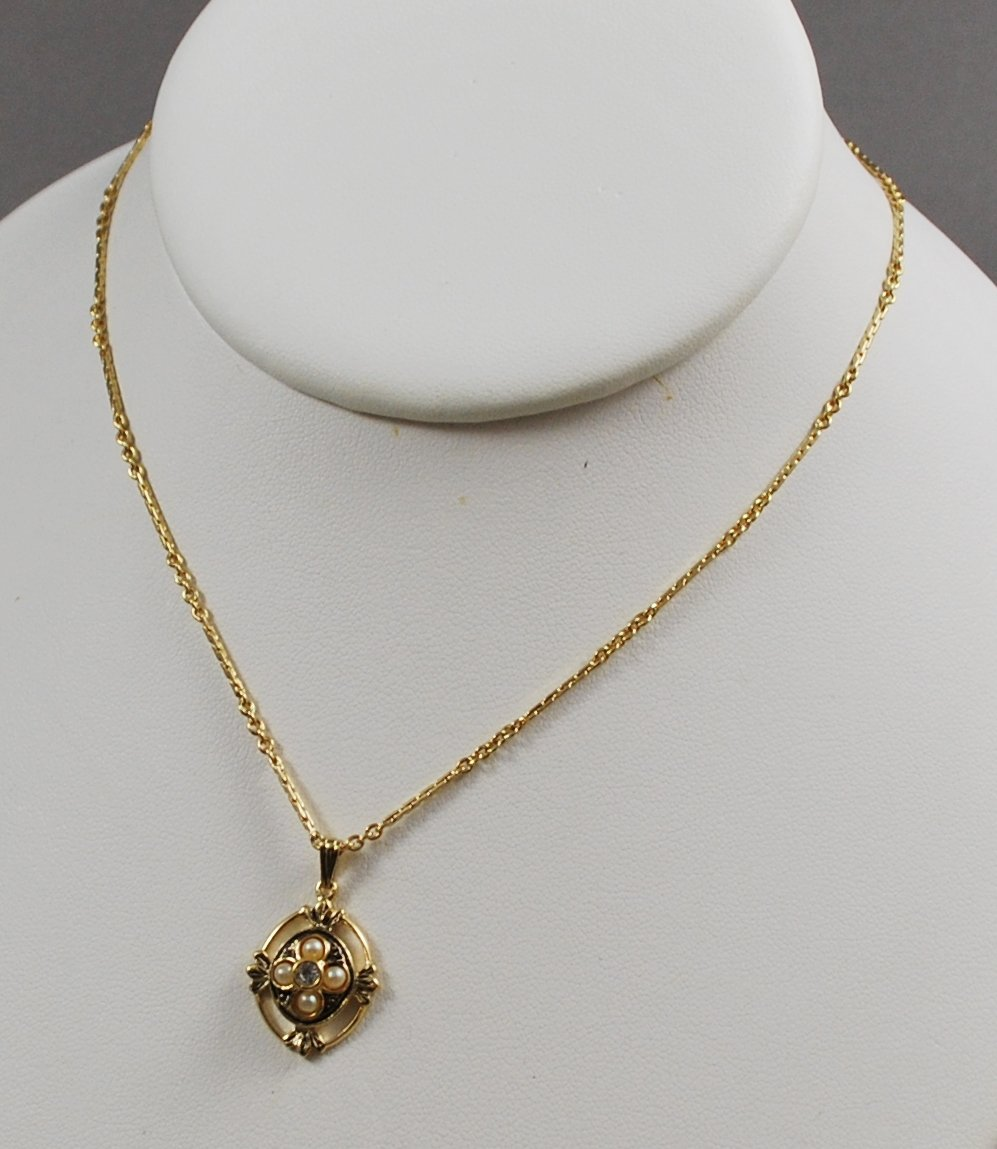 1983 Avon Victorian Delicate Pendant  Goldtone w/ Faux Pearls Necklace