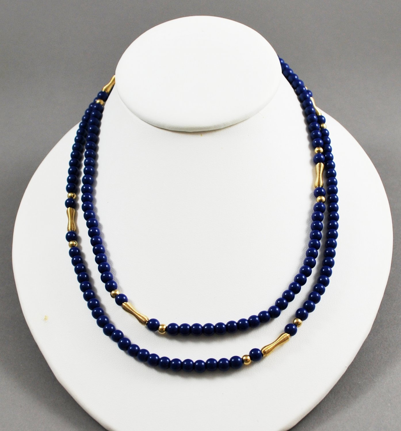 1981 Avon Jewelry Royal Azura Simulated Lapis Lazuli Blue Beaded Necklace