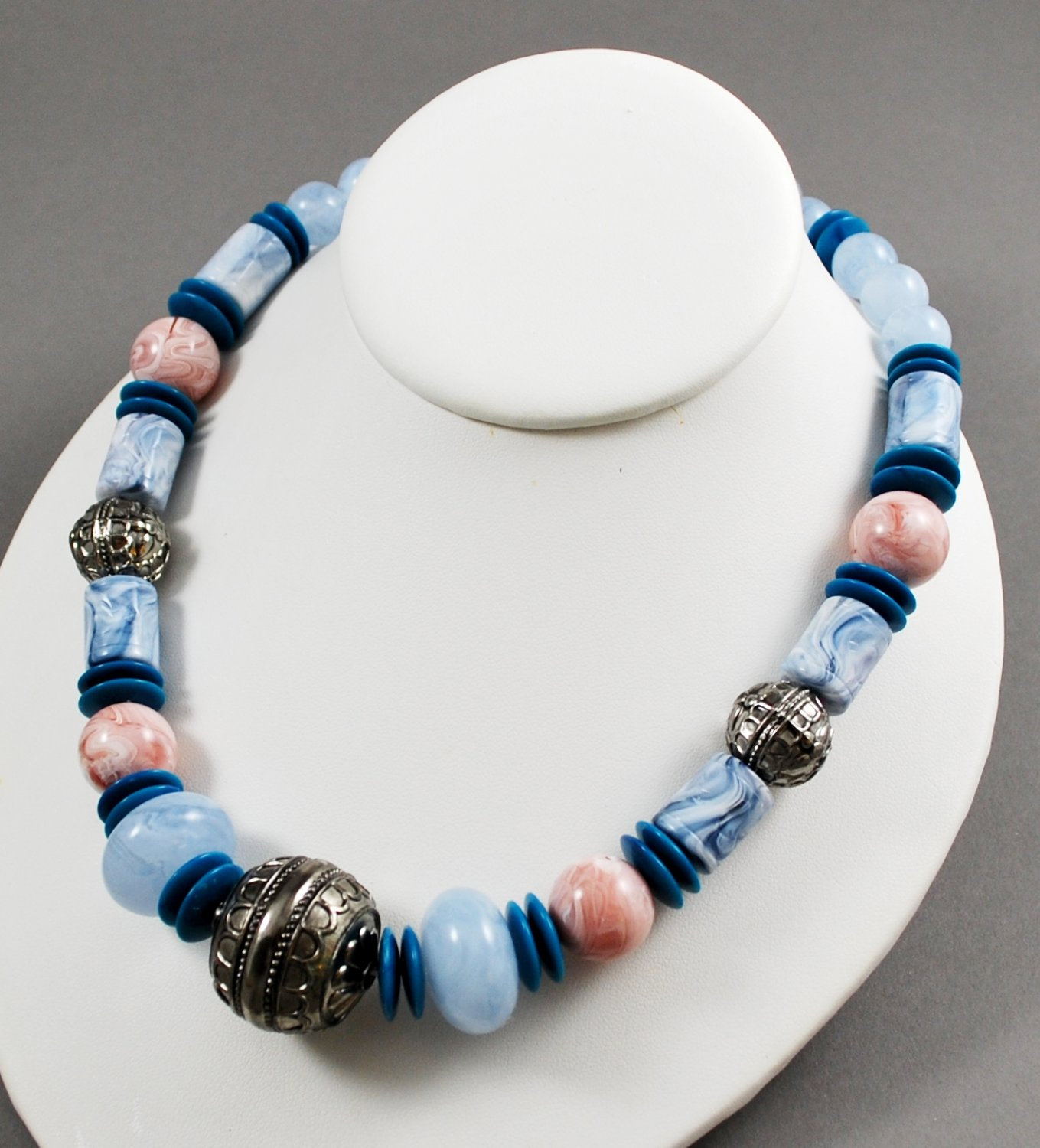 1990 Avon Moroccan Cool Blue and Silvertone Beaded Vintage Necklace
