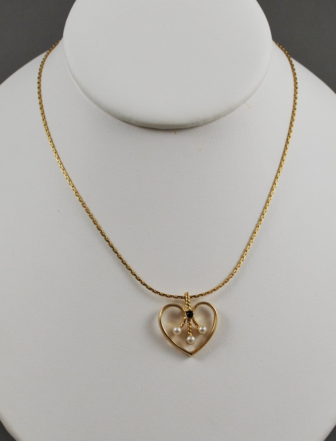 1984 Avon Golden Heart Simulated Pearls and Dark Red Stone Pendant Necklace