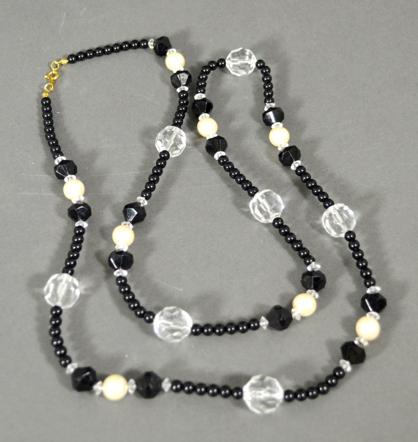 1989 Avon Fabulous Facets Necklace w/ Black Clear White Beads