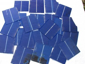 100 Broken,chipped, 3 x 3 solar cells 1.45 amps to 1.80 amps