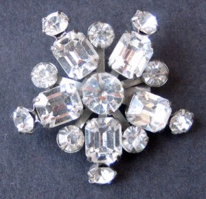 Vintage Snowflake Brooch Pin With 5 Points of Icy Rhinestones - MidCentury Costume Jewelry
