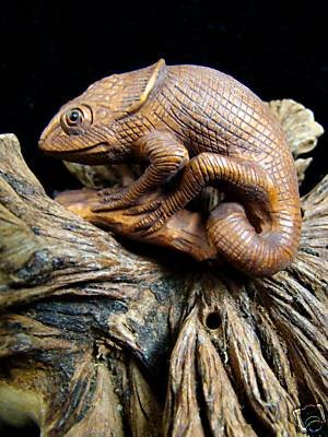 "CHAMELEON ANOLE LIZARD CARVED MILO WOOD MINIATURE 2""    FREE GIFTS & USA SHIPPING"