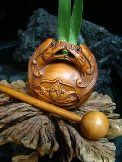 DRAGONS SMALL DRUM INSTRUMENT  MINIATURE CARVING PENDANT HAWAII KOA  WOOD FREE GIFTS & SHIPPING!!