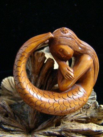 "MERMAID BEAUTY W/ PEARL HAND CARVED WOOD MINIATURE 2""  FREE GIFT SILK BAG"