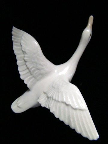 "LLADRO of SPAIN  "" DUCK FLYING "" PORCELAIN FIGURINE 1974 -1998"