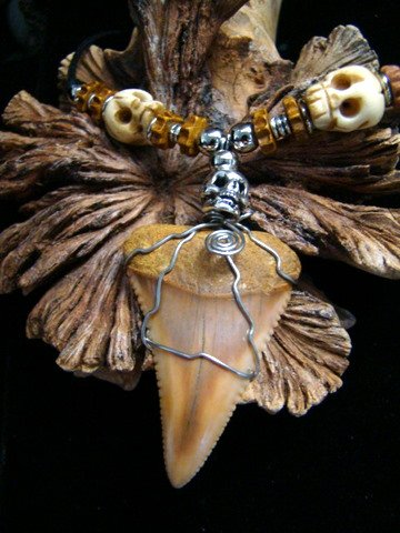 GREAT WHITE SHARK  TOOTH NECKLACE CARVED BONE & PEWTER SKULL BEADS HARLEY STAINLESS STEEL WIRE